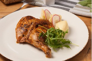 Домашний цыпленок с картофельным пюре